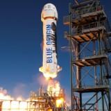 Jeff Bezos' New Shepard-raket, hvor passagererne skal sidde helt ude i spidsen. Foto: AFP / Blue Origin / Ritzau Scanpix