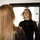 Katrine Sejersen har anoreksi. Da sygdommen var værst, vejede hun 33 kilo, og juleaften 2017 var hendes krop så syg og svækket, at hun var tæt på at miste livet. Hun er i bedring, men kampen er ikke slut endnu.