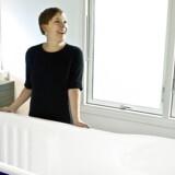 Tidligere sundhedsminister Astrid Krag (S) er røget ud i en indædt strid med Venstre om om personale- og patientudviklingen på sygehusene.