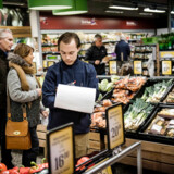 Superbrugsen har styr på salget af fødevarer, og satser nu på at genvinde omsætningen på salg af nonfood-produkter.