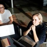 CBS-studerende Olga Rusnak og Cecilie Børch har forståelse for, at CBS ikke ønsker at indgå nye samarbejder med Danske Bank. Foto: Maria Albrechtsen Mortensen