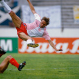 Scottish soccer player William Miller (left) collides with Danish player Preben Elkjær-Larsen (right) during the 1986 World Cup match at Neza Stadium. Denmark defeated Scotland with a 1-0 win during the first round. (Foto: /SCANPIX NORDFOTO 2002)
