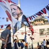 Præsident Recep Tayyip Erdogan er storfavorit til at vinde valget i dag, men målinger tyder på, at støtten til ham siver. (Foto: BULENT KILIC/Ritzau Scanpix)