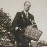 Povl Falk-Jensen med frihedskæmperarmbind fotograferet umiddelbart efter besættelsens ophør.