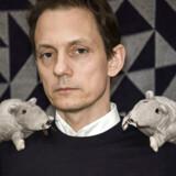 Lasse Lavrsen, forfatter. Lasse Lavrsen har skrevet bogen Rotter og skilsmisse - Om dyr i oprustning og en mand i nedsmeltning