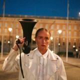 Stillbillede fra filmen »Silvana« der tegner et intimt portræt af den kvindelige svenske rapper Silvana Imam.