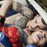 I bokse- og MMA-klubben Svarog i en forstad til Moskva mødte Denis Mogilev og Ljudmilla Mogileva hinanden. Denis trænede MMA og Ljudmilla boksede. Det gør de stadig, men i dag er de også mand og kone og er flyttet sammen.