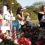 Søndag vendte elever og deres forældre tilbage til Marjory Stoneman Douglas High School til en orientering efter skyderiet, der for knap to uger siden kostede 17 mennesker livet.