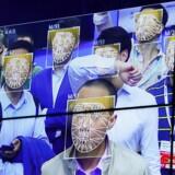 Kinas befolkning bliver i stigende omfang overvåget af videokameraer forbundet til computere, der scanner ansigter og matcher dem med millioner af portrætfotos i nationale fotodatabaser.