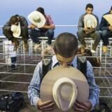 Inden selve rodeoet går i gang, bliver der bedt en bøn for de modige rodeoryttere, for tilrejsende tilskuere og for alle, som trænger til en udstrakt hånd fra det høje.