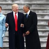 Arkivfoto af Michelle og Barack Obama den dag, de overgav Det Hvide Hus til Donald og Melania Trump.