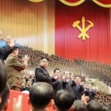 Selv om Nordkorea officielt er ateistisk, er Kim-dynastiet i årevis blevet dyrket som halvguder. Men selv om landets leder Kim Jong-uns slægtninge er sikret et komfortabelt liv, er de ikke i sikkerhed for interne magtkampe. Det er præsidentens giftmyrdede halvbror muligvis det seneste bevis på.