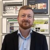 På sit kontor på Kvægtorvet i Odense har digital direktør Anders Blauenfeldt skærmbilleder fra de seneste 20 års historie på tv2.dk hængende. Foto: Jan Hoffmann, TV 2