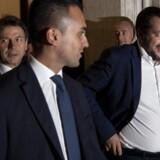 Partilederne bag Italiens protestregering, Luigi Di Maio og Matteo Salvini, slår efter et møde om næste års finanslov endnu en gang fast, at de ikke vil bøje sig for pres fra EU og finansmarkederne.