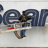 Den kendte amerikanske stormagasinkæde Sears har måttet søge konkursbeskyttelse. Det skriver Reuters.