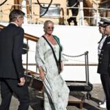 Hvem skal være kaptajn på Ilse Jacobsens skib? Noget tyder på, at hendes mand overtager formandsposten i løbet af næste år. På billedet ankommer Ilse Jacobsen til reception på Kongeskibet Dannebrog i Stockholm sidste år.