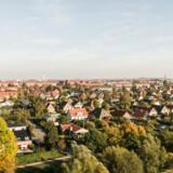 Danske ejerboliger står over for store forandringer i deres skatteforhold. Arkivfoto af villakvarter ved Damhusengen ved København.