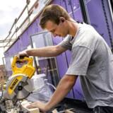 Der er travlhed på det danske arbejdsmarked. I det seneste år har der været en stigning i beskæftigelsen på 55.300 personer svarende til 2 pct. Beskæftigelsen er i de første 8 måneder i år steget med 39.000 personer det er rekord for januar til august i