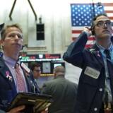 Nervøsiteten er stor på de amerikanske aktiemarkeder i øjeblikket. Selv ved de mindste dårlige nyheder ralser kurserne ned.