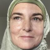 """Sinéad O'Connor har skiftet navn til Shuhada"""" Davitt, og konverteret til islam. De danske muslimer har blandede følelser ved den kendte sangers nye tilhørsforhold. Foto: Twitter"""