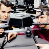 Sebastian Duus og Benjamin Mejnertz fra dronevirksomheden Creative Sight udvikler en autonomt flyvende drone, som kan identificere buler og slitage på skibe. Dronen kan videreudvikles til at inspicere vindmøller, skorstene, elmaster og meget andet.