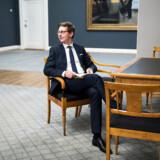 »Vi i den borgerlige blok har … lad mig sige det pænt, haft en højlydt, offentlig dialog,« siger skatteminister Karsten Lauritzen (V) om de gentagne stridigheder om skattepolitikken i blå blok i denne valgperiode.