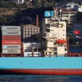Det skal være nemmere at bestille plads på containerskibe, som »Maersk Batam«, der her er på vej gennem Bosporus-strædet.