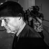Ole Andersen er som bestyrelsesformand for Danske Bank her på vej ud fra pressemødet den 19. september, hvor banken præsenterede sin egen advokatundersøgelse af hvidvaskskandalen. Kort forinden havde topchef Thomas Borgen fratrådt sin stilling. Nu er Ole Andersen også snart fortid i landets største bank.