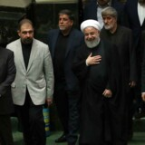 Irans præsident, Hassan Rouhani, ankommer til landets parlament. Iran er de seneste år gradvist blevet en lokal stormagt og blander sig også i den syriske borgerkrig og holder øje med iranere i udlandet.