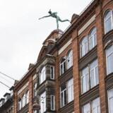 Her ses Merkurstatuen på taget af Købmagergade 42 i København K. Kim Valentin kigger i denne uge på, om pantebreve i ejendomme er en god investering.