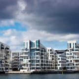 Ejendomsmæglerne mener, at der er udsigt til lavere priser på lejligheder i København om et år. Her ses lejligheder i Sydhavnen.
