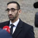 Forsvarsadvokat Nima Nabipour interviewes uden for Retten på Frederiksberg, efter at hans klient Britta Nielsen er blevet varetægtsfængslet frem til 4. december.