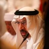 OPEC-olieministrene har signaleret, at man er villige til at nedsætte produktionen for at bremse faldet i oliepriserne. Her taler den saudiske energiminister Khalid al-Falih. Foto: Karim Sahib/AFP/Ritzau Finans