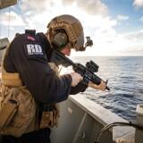 En norsk soldat under NATOs Trident Juncture-øvelse i de nordlige Norge. Øvelsen har udløst protester fra Rusland, der nu anklages for at bruge støjsendere til at blokere GPS-signalet i dele af øvelsesområdet.
