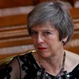 Mandag aften klokken ni lå den rå skitse til et Brexit-udkast klar, har kilder fortalt den irske tv-station RTE. Tirsdag eftermiddag og aften tog premierminister Theresa May sine ministre i ed.