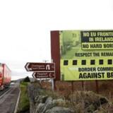 Sådan ser grænsen mellem Irland og Nordirland ud i dag – den er ikke-eksisterende. Og det skal den også blive ved med at være, er EU og briterne enige om. Spørgsmålet er hvordan.