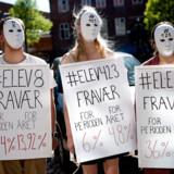 Københavnske gymnasieelever demonstrerer mod fraværspakken foran undervisningsministeriet og undervisningsminister Merete Riisager kigger forbi, 8. maj 2018.