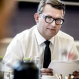 Troels Lund Poulsen har modtaget en redegørelse om forløbet om krom-6 og kritiserer i kontante vendinger sine topembedsmænd.