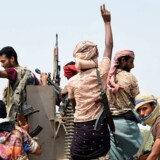 Yemen er en af de konflikter, som iranerne nu har fået penge til at blande sig i på Huthi-siden. Her ser vi proregeringsstyrker rykke frem mod byen Hodeida, hvor Huthi-oprørerne befandt sig.