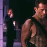 Alan Rickman spolerer julestemningen for Bruce Willis i den første »Die Hard«-film.