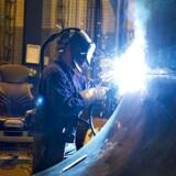 Særligt når man lægger et fint lag krom på andre metaller, eller når man svejser i rustfrit stål, kan arbejdere blive udsat for det farlige krom-6. Dette er et arkivbillede, som ikke har noget med den aktuelle sag at gøre. Arkivfoto: Henning Bagger