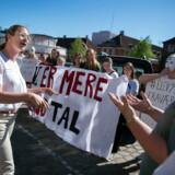 Københavnske gymnasieelever demonstrerede mod fraværspakken foran Undervisningsministeriet og undervisningsminister Merete Riisager (LA) i maj. Debatten lever stadig. Arkivfoto: Liselotte Sabroe/Ritzau Scanpix