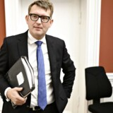 Beskæftigelsesminister Troels Lund Poulsen (V) er særdeles fåmælt om Christian Hyldahls exit fra ATP, mens erhvervsordførerne på Christiansborg udtrykker tilfredshed.