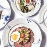 Frokostbordet på Restaurant Amalie er af den klassiske skuffe.
