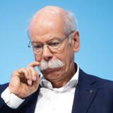 Daimler-chefen Dieter Zetsche stryger sig over sit berømte overskæg under Daimlers årlige store pressekonference i Stuttgart i februar 2018. Her kunne han melde om et rekordår i 2017, men 2018 volder ganske andre problemer, og han efterlader sig måske ikke et Daimler – og et omdømme – i topform, når han i maj 2019 fratræder.