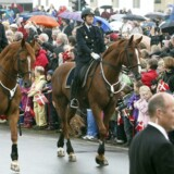 Rigspolitiet har allerede købt fire heste og har planer om at købe yderligere 16 dyr til den nye ryttersektion, der bl.a. skal bruges til såkaldt »honorære opgaver«, som da regentparret – som på billedet – var på officielt besøg i Randers.