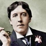 »Der går sjældent røg af en brand...« Oscar Wilde trænger til en smøg.