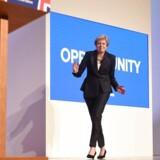 Premierminister Theresa May gik på scenen på det konservative landsmøde til tonerne af »Danicng Queen.« I dag ville »SOS« formentlig være et bedre valg.