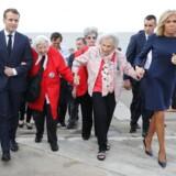 Det franske præsidentpar, Emmanuel og Birgitte Macron, benytter G20-mødet i Argentina til forinden at aflægge et statsbesøg i landet. Her er de i selskab med repræsentanter for »Madres de Plaza Mayo«, der blev stiftet af mødre til de mange tusinder »forsvundne« under det argentinske militærdiktaturs styre 1976-1983.