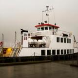 Kriminelle, udviste udlændinge skal sendes ud på et nyt udrejsecenter på øen Lindholm i Stege Bugt. Her er det færgen der pt. sejler mellem Lindholm og Kalvehave for DTU.